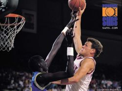 Majerle Dunks On Bol